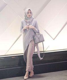 Cantik modelnya yuk order ahc buat muslimah .. yg ingin .. berpashion ... Di tunggu ya all Kebaya Hijab, Kebaya Dress, Kebaya Muslim, Simple Hijab, Casual Hijab Outfit, Casual Dresses, Islamic Fashion, Muslim Fashion, Hijab Jeans