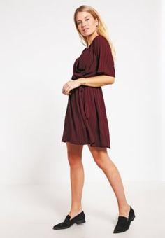 Zomerjurken New Look Korte jurk - red Rood: 24,95 € Bij Zalando (op 7/10/16). Gratis verzending & retournering, geen minimum bestelwaarde en 100 dagen retourrecht!