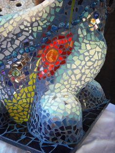"""Maceta-escutura nº 2 decorada en trencadís. """"Contrastes"""". Una pieza de mi nueva colección de macetas-esculturas originales. Detalle-01"""