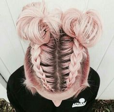 Trend Watch – Mohawk Zopf in Top-Knoten halb-up Frisuren Trend Watch – Mohawk braid in top-knot half-up hairstyles Up Hairstyles, Pretty Hairstyles, Braided Hairstyles, Trending Hairstyles, Summer Hairstyles, Medium Hairstyles, Two Buns Hairstyle, Bun Updo, Fashion Hairstyles