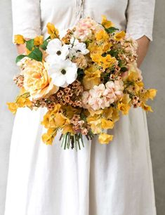 Country garden wedding bouquet, large - philippa craddock we Country Flower Arrangements, Beautiful Flower Arrangements, Wedding Flower Arrangements, Floral Arrangements, Wedding Centerpieces, Dried Flower Bouquet, Flower Bouquet Wedding, Floral Wedding, Bridal Bouquets