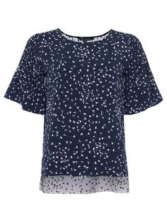 more >> French Connection Komo, Blusa Donna EUR Love Moschino Sweatshirt, Felpa Donna EUR French Connection Rebound, Pantaloni Donna EUR Iris & Lilly Reggiseno French Connection, Crepe Top, Classic Style Women, Spring Summer 2018, Floral Prints, Crew Neck, Women Wear, Short Sleeves, Sweatshirt