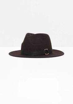 Cast in felt wool, this dapper hat is accented with a polished metal buckle.