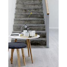 Tripod soffbord från Bloomingville. Ett modernt och enkelt bord med skandinavisk design. Bordet...