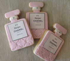 Chanel Inspired Perfume Bottle Cookies by Dolcecreativesweets (Perfume Bottle Cake) Chanel Cookies, Chanel Cake, Coco Chanel, Cupcakes, Cupcake Cookies, Sugar Cookies, Chanel Party, Galletas Cookies, Cute Cookies