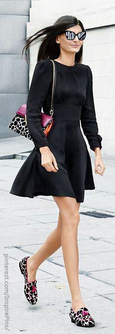 Matchy-Matchy: Auffällige Flats passend zur Tasche. Das macht den Look mit dem schlichten schwarzen Kleid super trendy! #flats #leopard