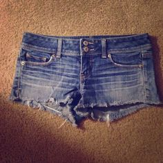 American Eagle Shorts Size 4 stretch, worn a handful of times but still in great condition! American Eagle Outfitters Shorts Jean Shorts