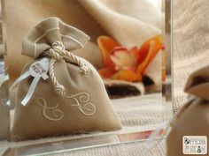 "#handcrafted #embroidered #wedding #favor #bags (sachets or boxes), customized with confetti in them, that you give away at #weddings | #bomboniere sacchetti #portaconfetti per #matrimonio completamente personalizzabili e made in Italy. Model: ""CARAVELLA"""
