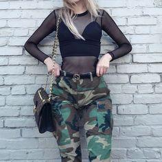 Conheça o novo trend em moda militar, calça camuflada colorida. Leia mais no Blog!