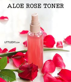 Toner is nothing but beauty water with skin beneficial ingredients that cleanse, hydrate and prepare skin for the next skin care product. Alcohol based commercial toners are drying and can… Natural Hair Gel, Best Natural Hair Products, Natural Hair Styles, Natural Beauty, Aloe Vera Toner, Rose Toner, Diy Vitamin C Serum, Fresh Rose Petals, Beauty Water