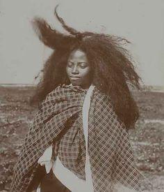 beautiesofafrique: Merina people of Madagascar. Afro Punk, African Hairstyles, Afro Hairstyles, Curly Hair Styles, Natural Hair Styles, Vintage Black Glamour, Long Natural Hair, African Beauty, African Men