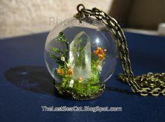 Miniature terrarium pendant Terrarium necklace  Raw crystal jewelry Tibetan Quartz Crystals Moss Clear quartz Gemstone jewelry Real Lichen