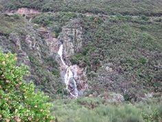 Cascada que forma el río Alavea al salvar un tajo en Caminomorisco. Lo llaman el Chorreón del Tajo.