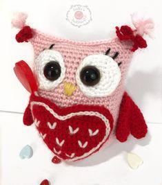 """Owl Will Always Love You"" Valentine Caddy Crochet Pattern | Free Crochet Pattern | Holly's Hobbies"