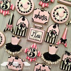 Barbie in Paris Birthday Cookies Fancy Cookies, Iced Cookies, Cute Cookies, Royal Icing Cookies, Cupcake Cookies, Sugar Cookies, Cupcake Party, Paris Themed Cakes, Paris Cakes