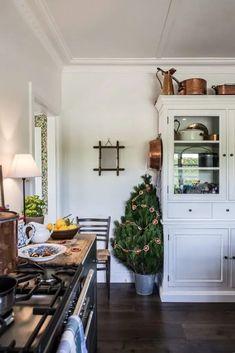 Cottage Christmas -kitchen - Cottonwood & Co