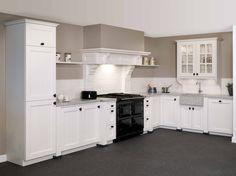 Tristar keuken, type 'Keulen' in de kleur 'Oud Wit'. Dit model is verkrijgbaar bij Keukencentrum P. de Haan te Langweer.