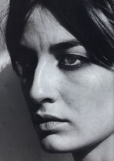 Erin O'Connor in Dutch Magazine Black And White Portraits, Black And White Photography, Big Nose Beauty, Erin O'connor, Freckle Face, Human Reference, Big Noses, Face Expressions, Belleza Natural