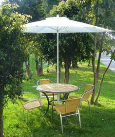 1000 images about mesa picnic madera on pinterest mesas for Comedor de jardin con sombrilla