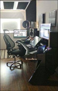 Steve Emney's awesome setup with PRO LINE All Black desk