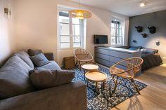 Studio Neuilly-sur-Seine: 29 furnished in modern apartment - Studio Apartment Layout, Small Studio Apartments, Studio Apartment Decorating, Apartment Design, Studio Living, Home Living Room, Apartment Living, Location Studio, Small Appartment