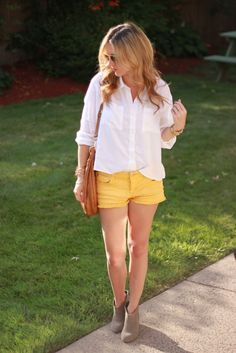 Add Yellow shorts to your style of fashion Yellow Converse, Yellow Shorts, Trendy Fashion, Fashion Beauty, Girl Fashion, Chic Outfits, Summer Outfits, Fashion Outfits, Spring Wear