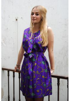 Jeanne wearing a bohemian vintage dress with floral printed.  www.bluemadone.com #vintage #bohemian #floral #dress #fashion