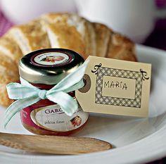 No café da manhã, o nome vem marcado numa minigeleia