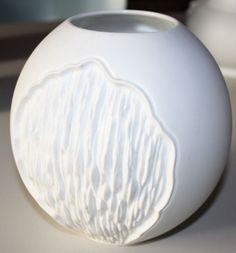 AK Kaiser Kugel-Vase, M. Frey, 0646, weißes Porzellan, 17 cm