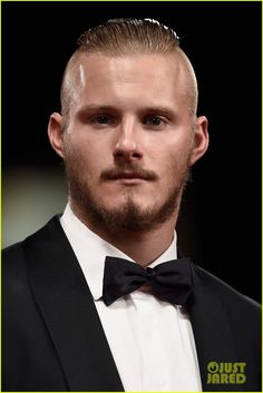 Alexander Ludwig Photos - Alexander Ludwig attends a premiere for 'Go With Me' during the Venice Film Festival at Sala Grande on September 2015 in Venice, Italy. - 'Go With Me' Premiere - Venice Film Festival Travis Vikings, Vikings Ragnar, Bad Boys, Alexander Ludwig, German Girls, Cute Actors, Victoria Dress, Famous Faces, Art And Architecture