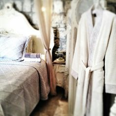 "Abantensis Superior Suite.... ""Sanat doğanın içindedir; ........""Art is in nature; #chigdemhotel#alacatichigdemhotel#hotels#hotelbed#travel#traveling#travelinggram#aztagram #rustagram#culture#decoration#decor#design#photographer#interios#idea#superiorsuit#travelaz#worldtravel#"