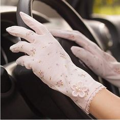 Vintage Roses & Lace Cotton Anti-UV Slip-resistant Wrist Length Driving Gloves – A Lark And A Lady Coupon! Buy 1 Qualifying Boho Chic Accessory Item & Get 1 Qualifying Boho Chic Accessory at off Cotton Gloves, Lace Gloves, Leather Gloves, Fashion Models, Fashion 2020, Fall Fashion, Womens Fashion, Gants Vintage, Tea Hats