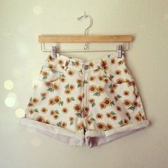 This makes me want spring and summer to come back again~ #floralprint #sunflower
