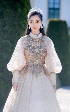 Pretty Dresses, Beautiful Dresses, 3 4 Face, Dress Outfits, Fashion Dresses, Evening Dresses, Prom Dresses, Angelababy, Fantasy Dress