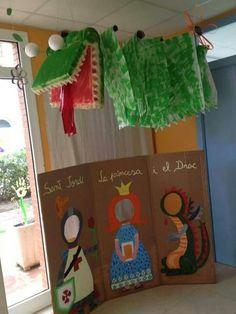 Decoración aula escolar con los personajes de Sant Jordi.