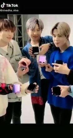 Bts V Photos, Cool Photos, Bts Wallpaper Lyrics, Blackpink Funny, V Taehyung, Jhope Bts, Bts Dancing, Bts Funny Videos, Album Bts
