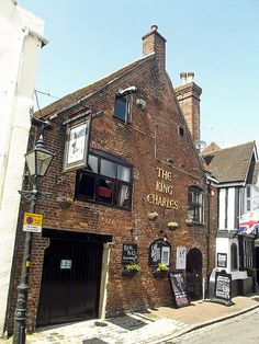 The King Charles Pub, Thames Street, Poole, Dorset, England.  The pub dates back to 1765 but the building itself dates back to the 1300s when it was a woolhouse.  It was named after King Charles of France not of England. Photo: flickr.com/photos/ell-r-brown