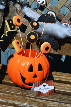 Cookies on sticks at a Halloween Party #Halloween #partycookies