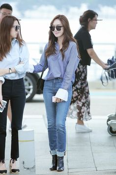 160907 Jessica Krystal at airport  Cr. Nodoubtyou