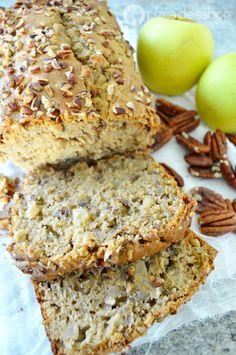 Apple and Walnut Pancake - - Healthy Desserts, Delicious Desserts, Yummy Food, Healthy Recepies, Gourmet Desserts, Plated Desserts, Eat Healthy, Baking Recipes, Dessert Recipes