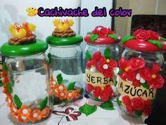 Frascos decorados con porcelana fría.. Frascos decorado con flores y búhos!