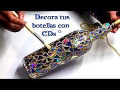 Bottle decorated mosaic style with Cds - ArteRIV Glass Bottle Crafts, Wine Bottle Art, Diy Bottle, Lighted Wine Bottles, Cd Crafts, Diy Crafts Hacks, Diy Home Crafts, Garrafa Diy, Recycled Cds