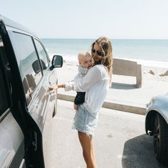 happily // ✧ Mom Dad Baby, Mom And Dad, Cute Kids, Cute Babies, Beach Babies, Family Goals, Couple Goals, Stylish Maternity, Mommy Style