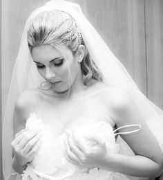 Noiva se arrumando, vestido de noiva, wedding, fotografia de casamento, casamento , making of