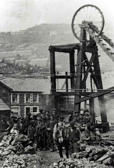 Pontypridd Pwllgwaun Colliery (Dan`s Muckhole) 1913 Welsh Words, Welsh Dragon, Visit Wales, South Wales, Wales Uk, Frozen In Time, Cymru, Coal Mining, Old West