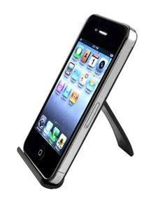 Mini mobilstøtte for en mer komfortabel syns og surfevinkel. Passer til Iphone, Samsung og HTC telefoner. Kjempelett, liten og kan slås sammen.  Farge: Svart Materiale: Hard plast Str: 8 x 6 cm