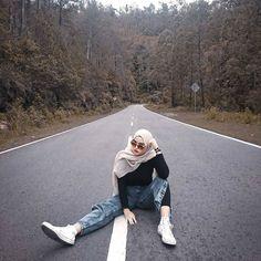 Casual Hijab Outfit, Ootd Hijab, Hijab Chic, Converse Style, Outfits With Converse, Street Hijab, Hijab Fashion Inspiration, Hijabi Girl, Foto Instagram