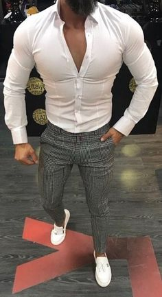 Exploding out of his clothes & & [pin_pinter_full_name] Exploding out Formal Men Outfit, Casual Wear For Men, Stylish Mens Outfits, Big Men Fashion, Mens Fashion Suits, Men's Fashion, Style Masculin, Look Man, Herren Outfit