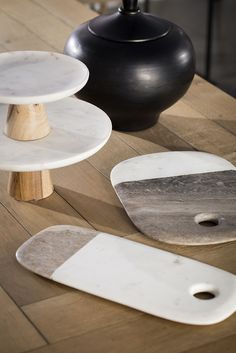 Cutting boards with marble finish and matching cake trays.