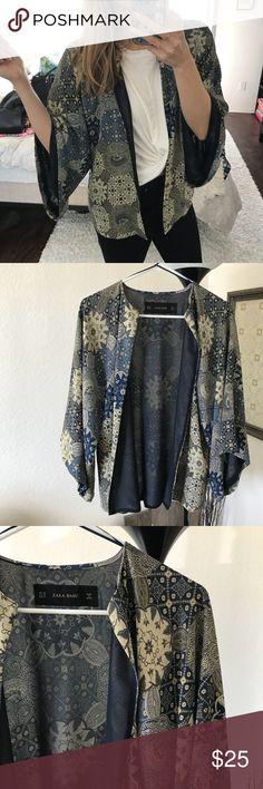 Zara Bell Sleeve Kimono Zara kimono - bell sleeves, size XS but runs a little big in my opinion. Great condition! Zara Tops